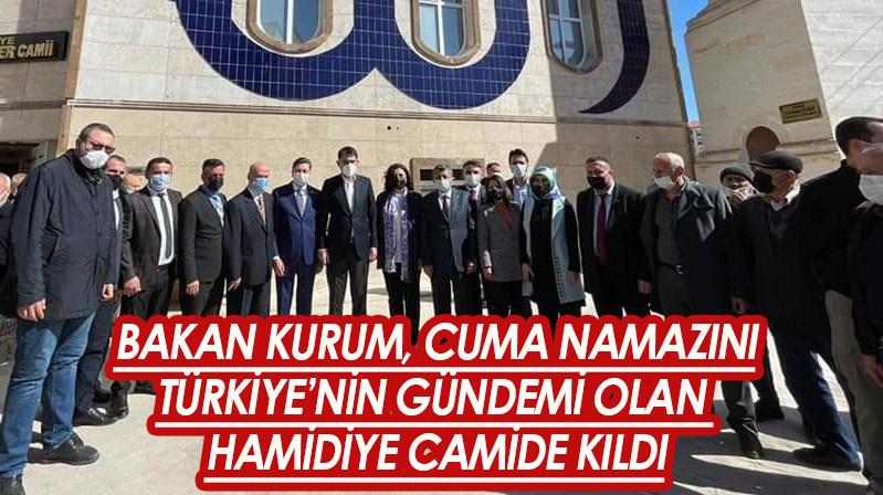 Bakan Kurum Cuma namazını Hamidiye Camide kıldı